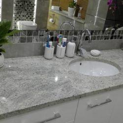 Marmurowy blat łazienkowy